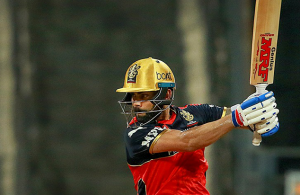 Kohli becomes first batsman to score 6,000 IPL runs
