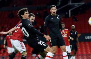 Cavani strikes as Man United ease into Europa League semis