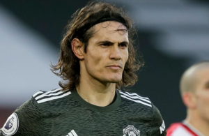 Uruguayan Cavani extends Man Utd stay with one-year deal